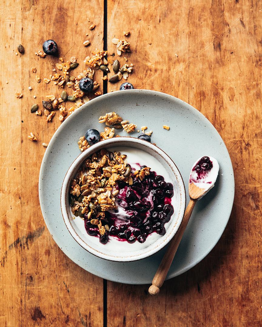 Locaal Greek yogurt parfait et wild blueberry compote