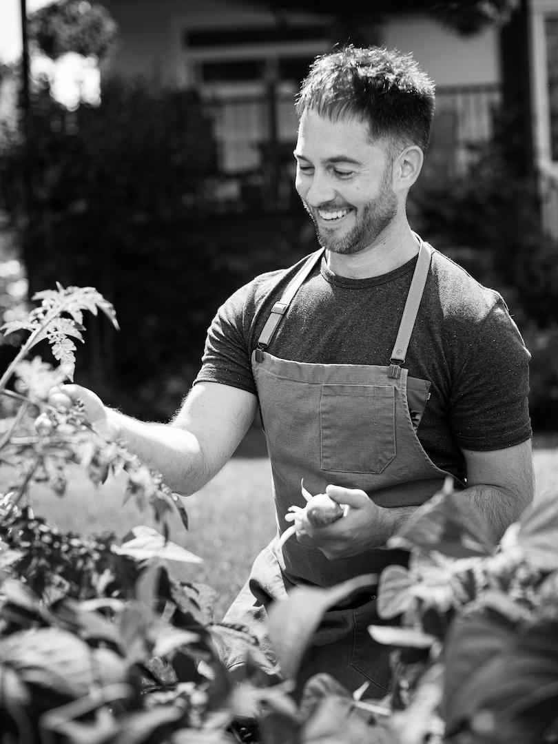LOCAAL chef Martin Patenaude dasn son jardin